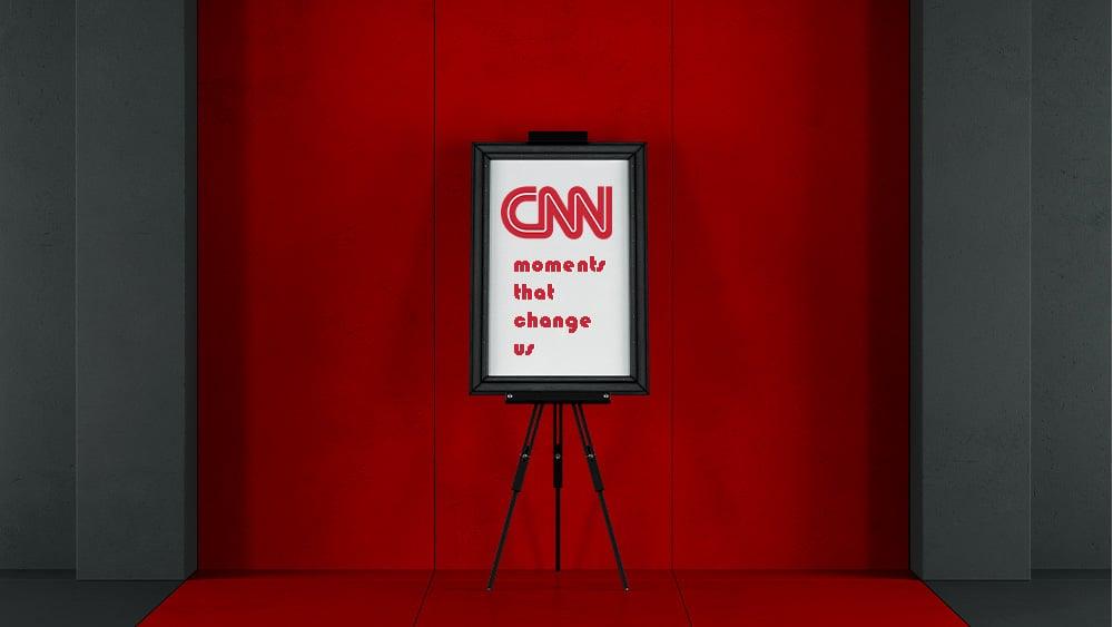 Atril con logo de CNN.