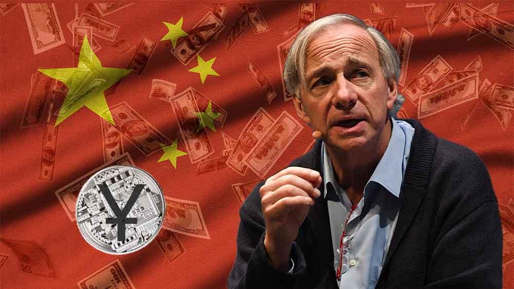 Ray Dalio con Yuan digital, dinero y bandera de China.