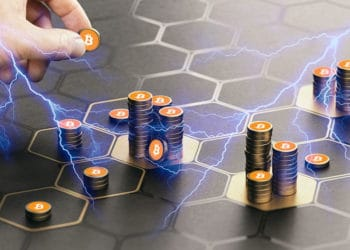 Bitcoins apiladas en red hexagonal y relámpagos representando Lightning.
