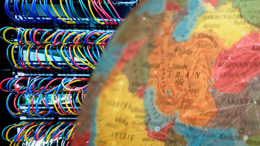 Mapa mundi con énfasis en Irán y mineros detrpas.