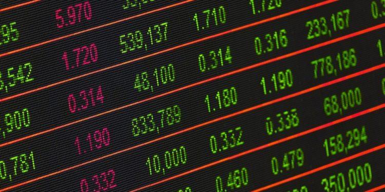 Pantalla con datos de mercados financieros