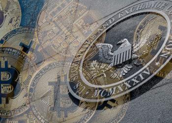 La SEC aún tiene pendiente por aprobar un volumen considerable de solicitudes de ETF de bitcoin. Composición por CriptoNoticias Fuentes: @SEC_News/Twitter ; ff photo /  elements.envato.com .