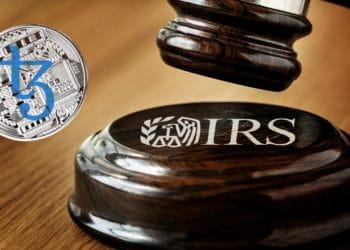 Mazo de juez con logo de IRS y criptomoneda tezos.