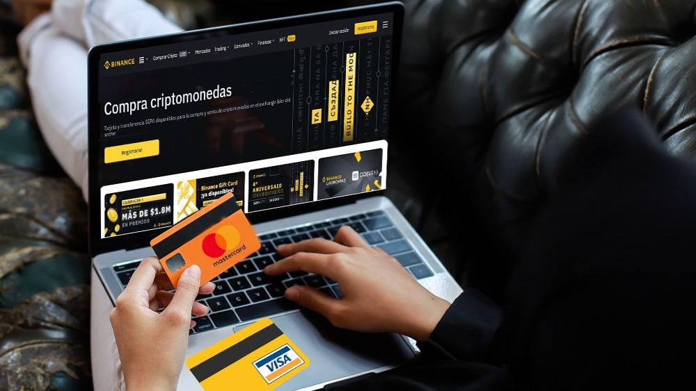 Persona en sitio web de Binance con tdc mastercard y visa.