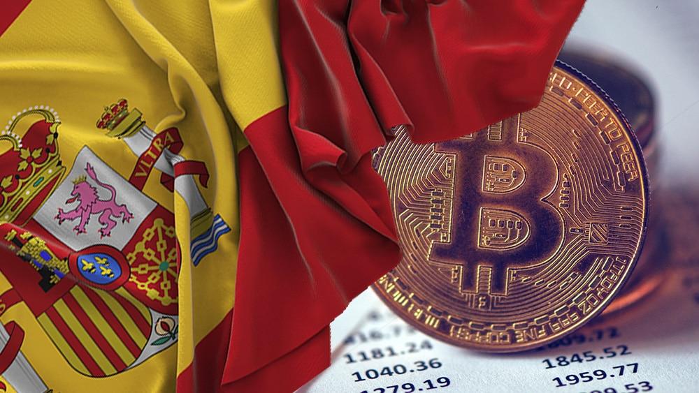 BTC sobre documento contable y bandera de España.