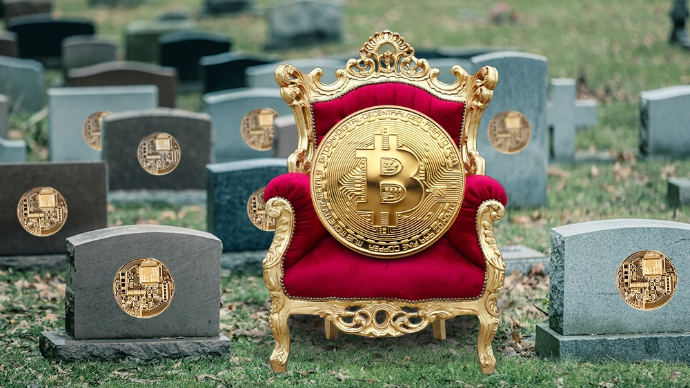 Bitcoin en silla real sobre cementerio de altcoins.