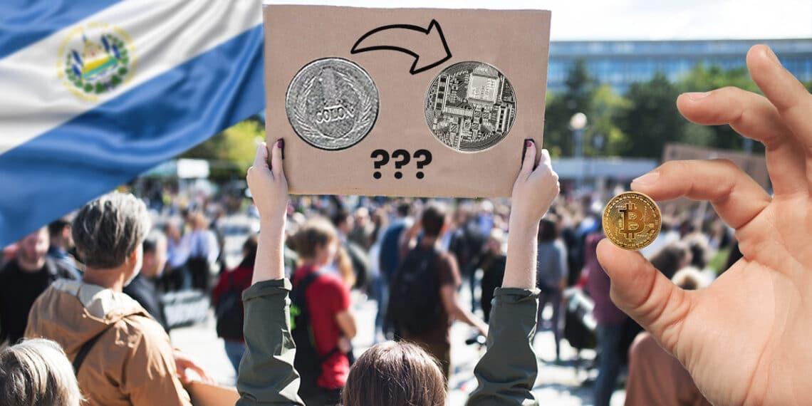 Protesta con colón, criptomoneda, bitcoin y bandera de El Salvador.