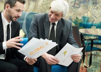 Personas conversando de negocios, logos de Global X y BNY Mellon con fondo de BTC.