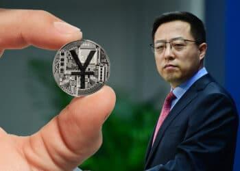 Ministro de China con Yuan DIgital.