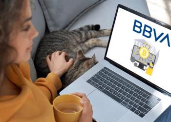 Pantalla con ilustración BTC y logo BBVA.