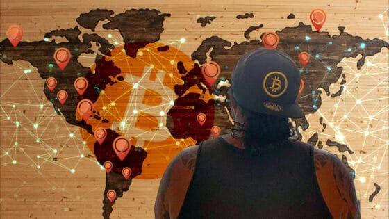 Viaja por el mundo con bitcoin y deja carteras en cada país que visita