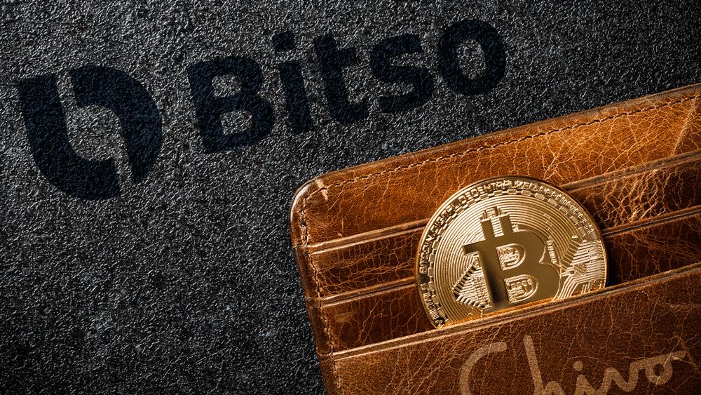 Bitso en el fondo, con wallet de Chivo y BTC.