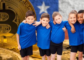 Niños y BTC con bandera de Chile.