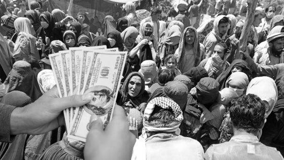 Afganistán: masivos retiros de dinero en efectivo provocan caos bancario