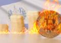 Bandera salvador y BTC en llamas.