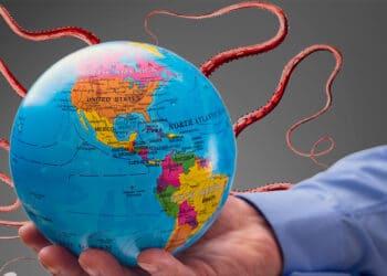 La abolición del tratado de Bretton Woods liberó al monstruo de la economía inflacionaria, extendiendo su dominio en todo el mundo. Composición por CriptoNoticias. rawpixel / freepik.com; BrianAJackson / elements.envato.com.