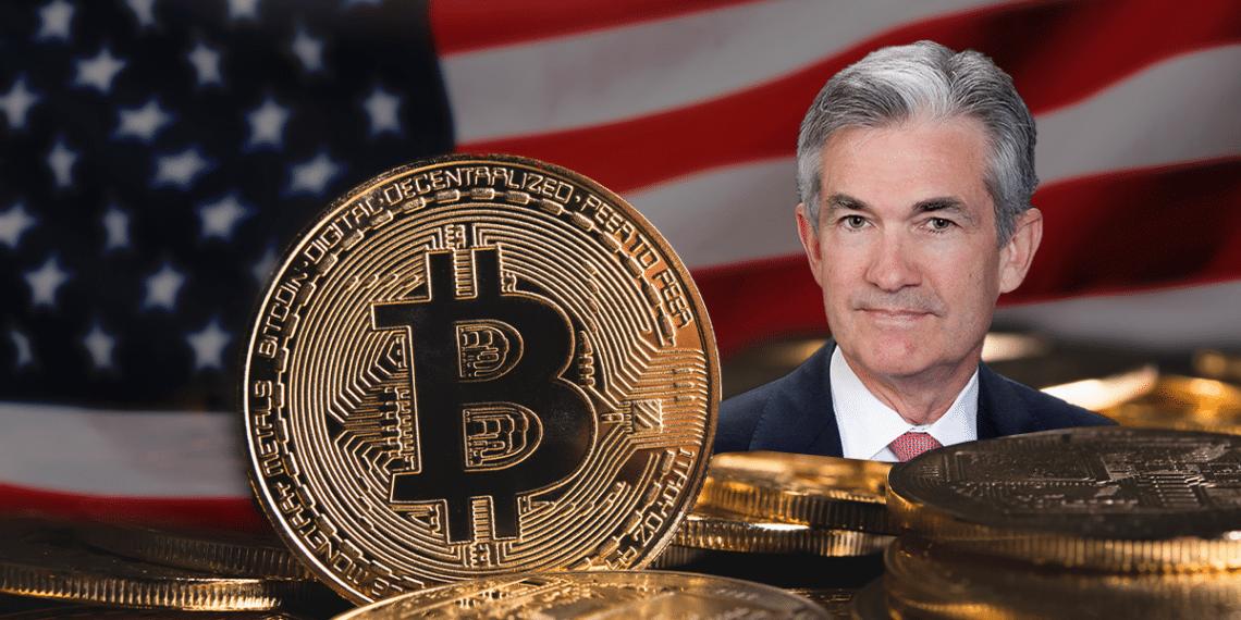 Powell, BTC y bandera de USA.