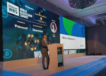 CEO de Phemex hablando en el escenario del World Blockchain Summit en Dubai