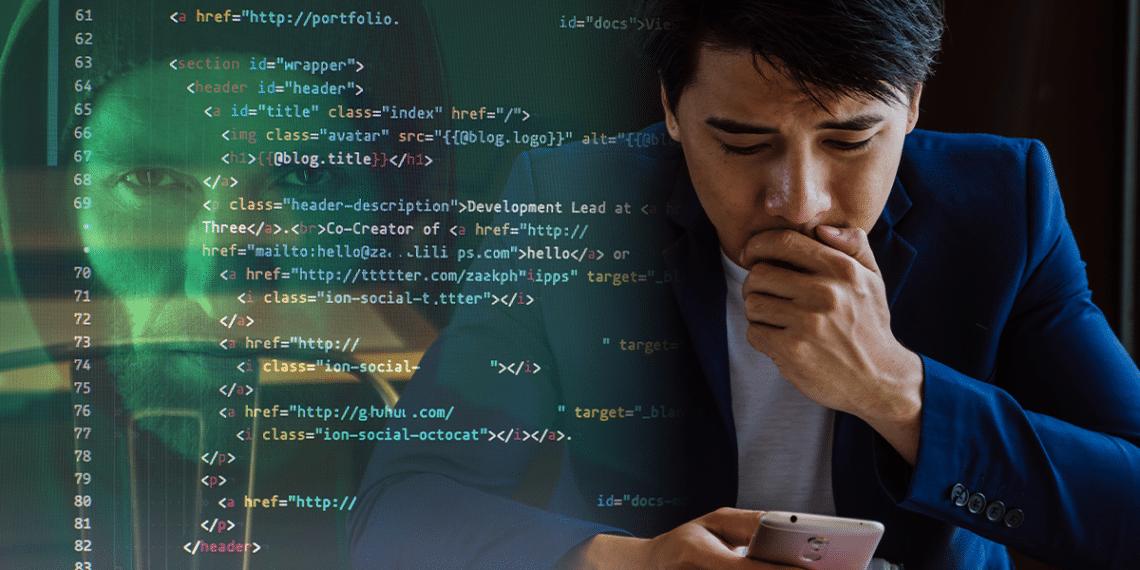 Usuario preocupado al ver su teléfono y hacker de fondo.